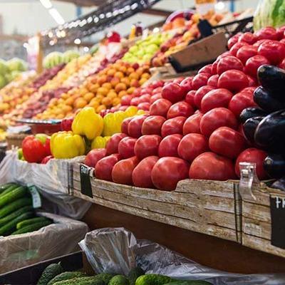 Le marché Place de la Libération à Rambouillet dans les Yvelines