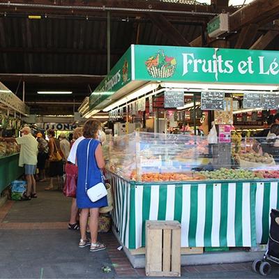 Le marché des halles de L'Isle-Adam dans le Val-d'Oise