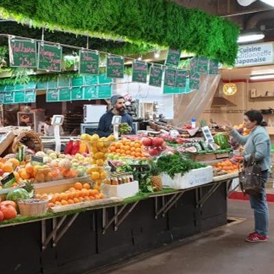 Le marché couvert Batignolles à Paris